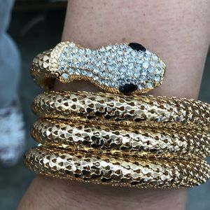 Jewelry - Wow such a cute gold snake 🐍 bracelet with stones